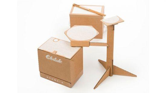 Zestaw perkusyjny wykonany z kartonu